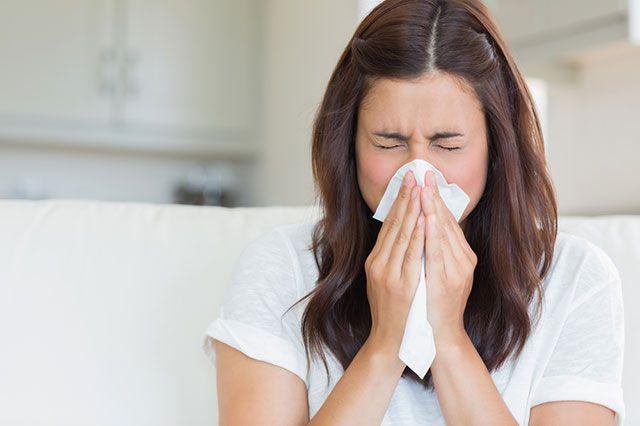 чихание при коронавирусе