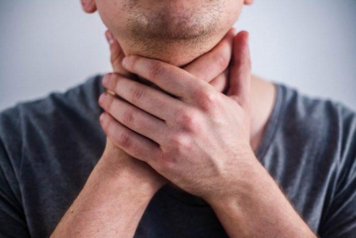 сильная боль в горле при коронавирусе