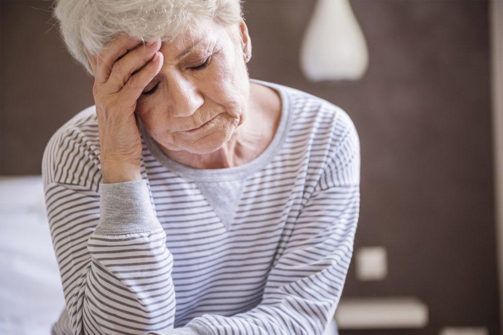 симптомы коронавируса у пожилых женщин
